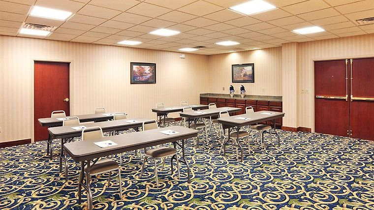Holiday Inn Express & Suites M Facilities